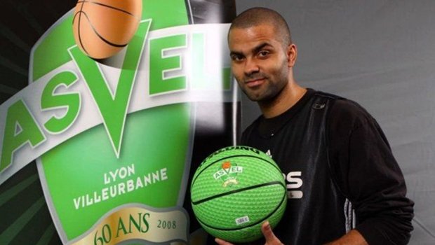 Tony Parker attacks