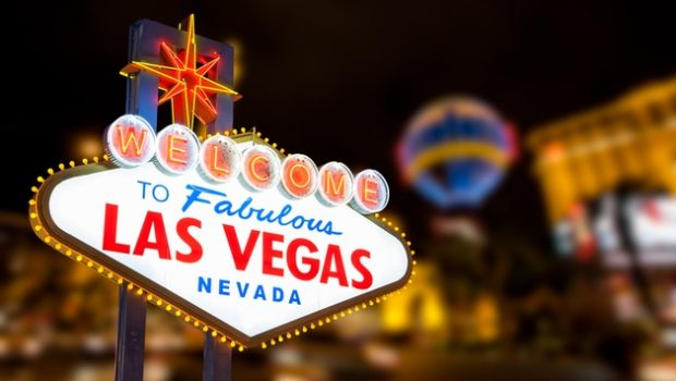Vegas casinos increasingly looking at free alcohol
