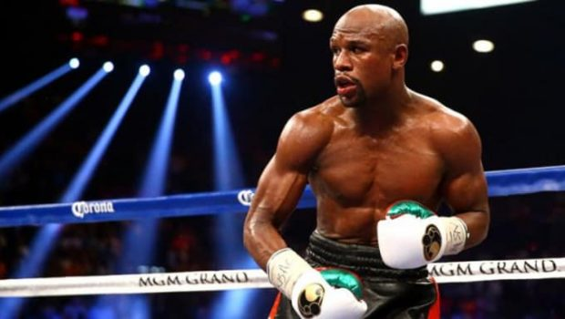 Floyd Mayweather Shows Winning Royal Flush at $101,250 in Las Vegas